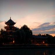夕阳下的望江...